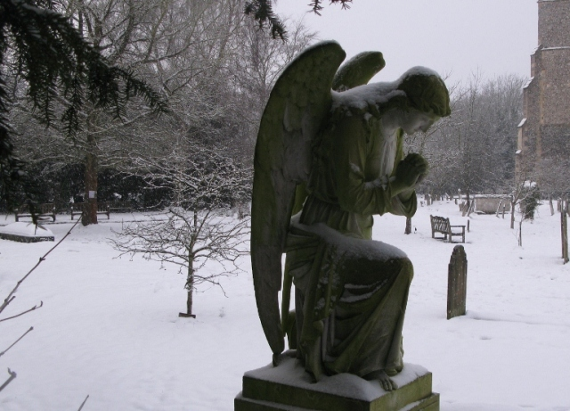 Cookham - angel (800x554)